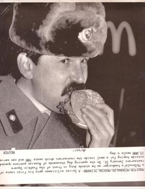 "Alán Carrasco ""A Soviet militiaman eats a McDonald's hamburger in Moscow"" is the ArtNou 2019 Prize winner"